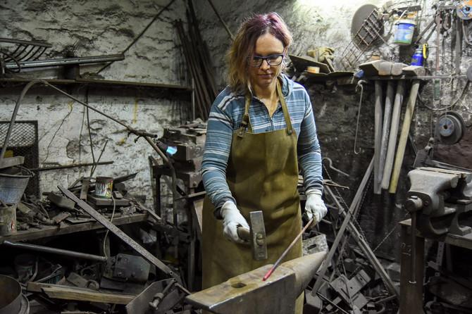 Andrea Lukači Pap je jedina žena kovač u Srbiji
