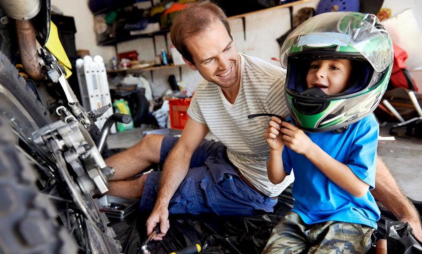 Czy wolno wozić dziecko na motorze?