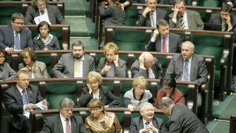 Połowa Polaków wierzy, że PiS się rozpadnie