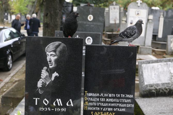 Toma Zdravković: obeleževanje 29 godina od smrti pevača na Centralnom groblju u Beogradu