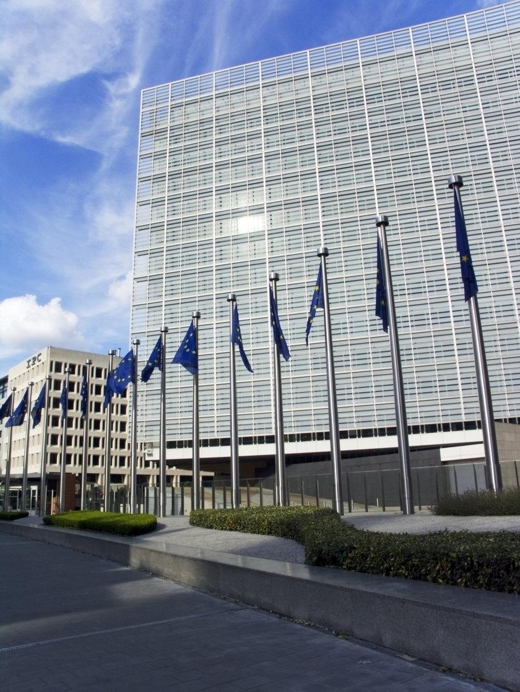 Komisja Europejska wstrzymuje rekompensaty dla rolników
