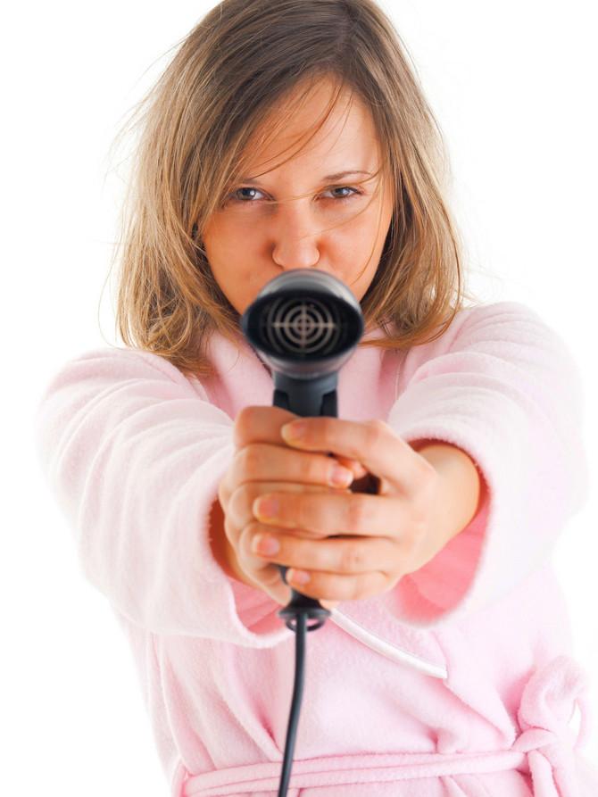 Fen za kosu pomaže pri uklanjanju naslaga od lepka