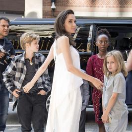 Angelina Jolie cała w bieli na festiwalu w Toronto. Hit czy kit?