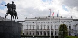 Komorowski wyniósł z Pałacu drogą niszczarkę