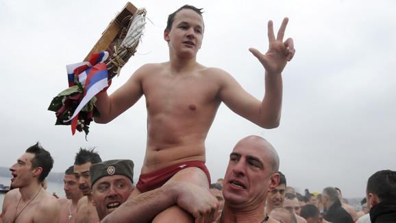 Prvi do Časnog krsta u Zemunu je doplivao petnaestogodišnji Stevan Stojiljković