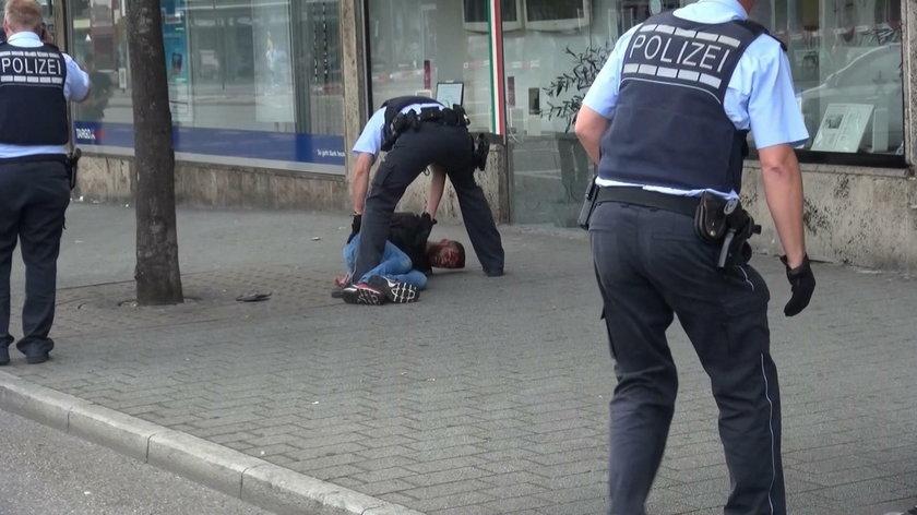 Niemieccy policjanci aresztują mordercę Polki