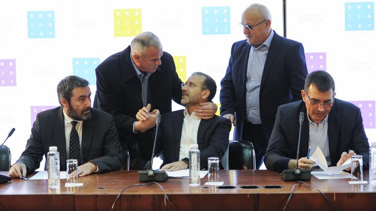 Bojan Đurić, Nenad Konstantinović i Marko Đurišić (sede) predvode novi politički projekat u Srbiji