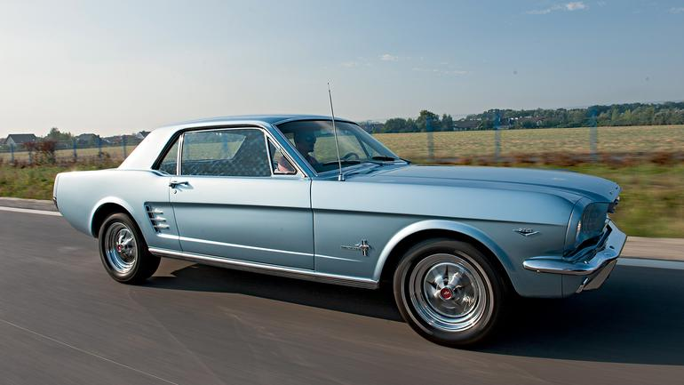 Ford Mustang Coupe 289 - galopujący klasyk