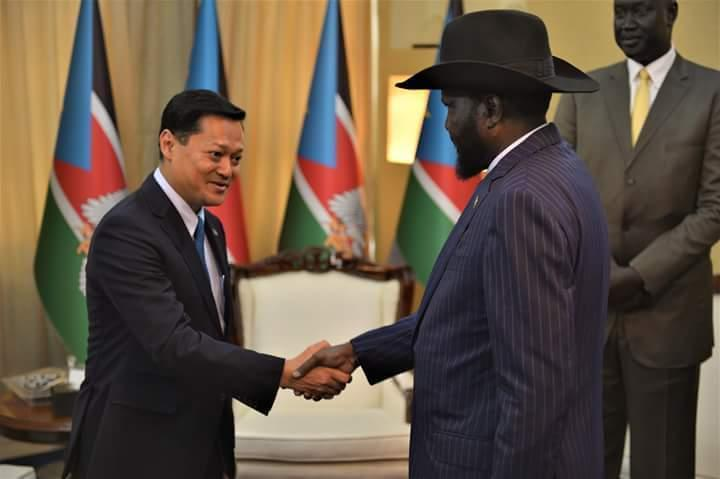 South Sudan President Salva Kiir Mayardiit and deputy head of Malaysian Oil company Petronas Anwar Taib meeting in Juba
