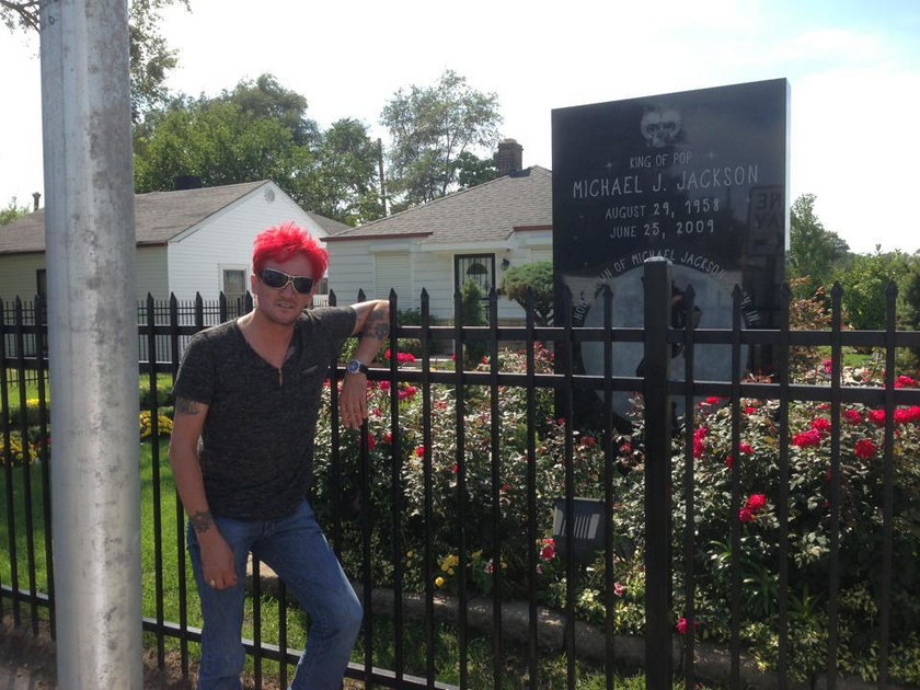 Michał Wiśniewski pod domem Michaela Jacksona