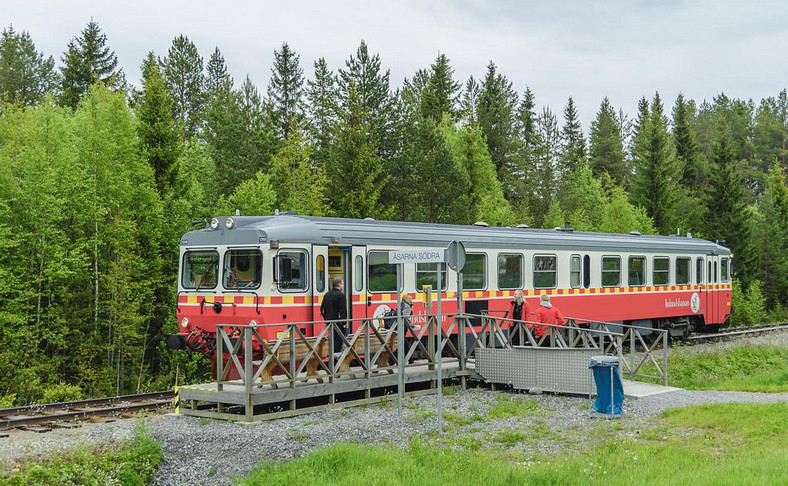 Sweden's Inlandsbanan, a 1,288-kilometre railway line between Kristinehamn and Gällivare and traverses what is described as the continent's last wilderness of untouched forests and lakes, was ranked as the number one most remarkable rail tour.