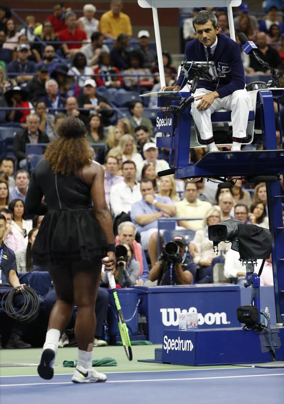 Serena Vilijams u svađi sa arbitrom Ramosom