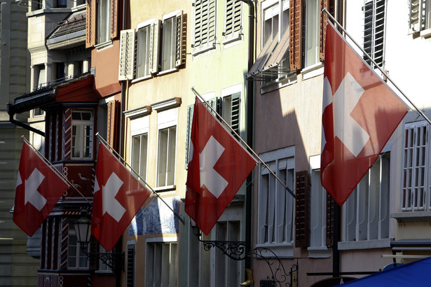 10. Szwajcaria. Według danych Credit Suisse Global Wealth Report, cytowanych przez portal theAtlantic.com pierwszą dziesiątkę państw zamieszkanych przez największą liczbę milionerów otwiera finansowa stolica Europy. Wśród szwajcarskich Alp mieszka 2 proc. światowej populacji milionerów (biorąc pod uwagę majątek w USD).
