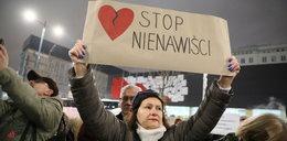 Protest przed redakcją TVP Info. Chodzi o śmierć Pawła Adamowicza