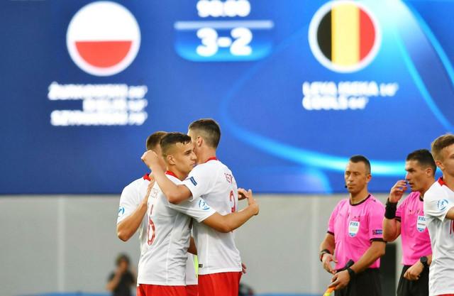 Mlada fudbalska reprezentacija Poljske slavi pobedu nad Belgijom