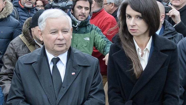 Marta pojawiła się wczoraj ze stryjem na uroczystości otwarcia ronda im. Lecha Kaczyńskiego w Białej Podlaskiej...