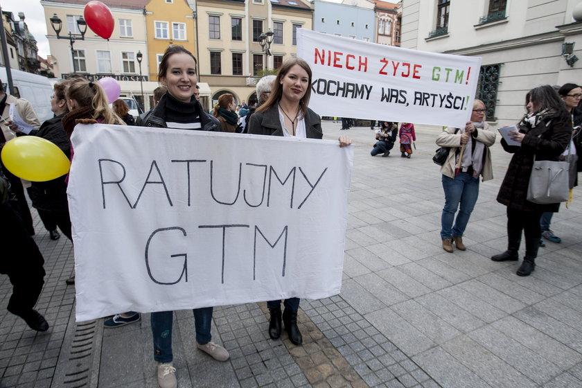 Pikieta artystów w obronie Gliwickiego Teatru Muzycznego