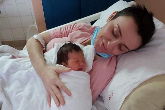 za Dragane su teški dani, ali sada je presrećna što je dobila svoju bebu.