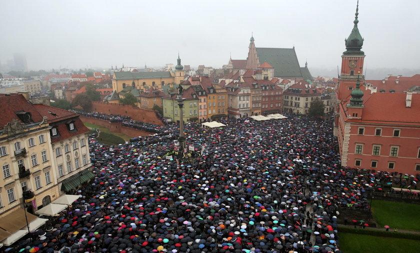 Demonstracja na pl. Zamkowym.