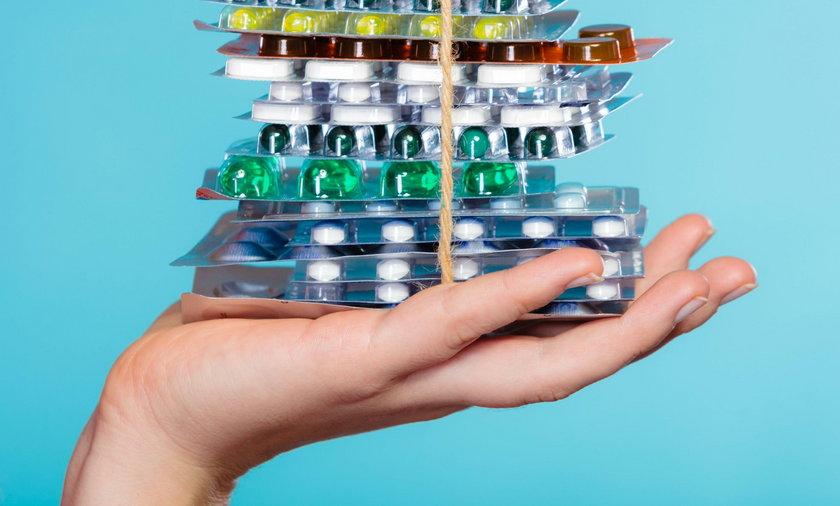 Łączysz te tabletki? Konsekwencje mogą być naprawdę poważne