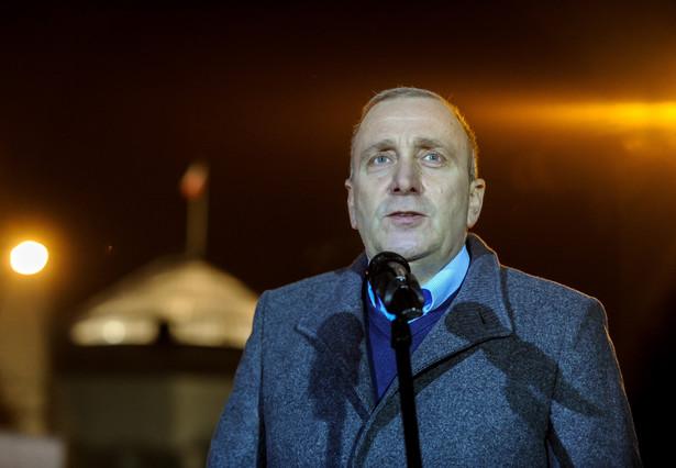 Przewodniczący PO Grzegorz Schetyna podczas konferencji prasowej przed Sejmem.