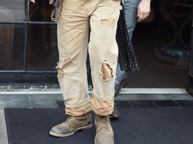 Hoće li ih ikad skinuti ili MAKAR OPRATI? Glumac ove pantalone NE SKIDA, a evo kako su izgledale 2014. godine