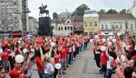 Maturanti plesali kadril na 40 trgova u Srbiji