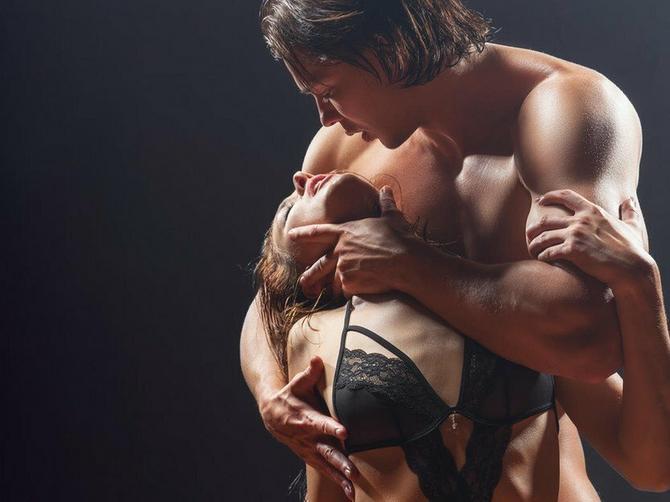 Psiholozi našli odgovore na večno pitanje: Pet razloga zašto muškarci sanjaju o analnom seksu