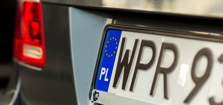 Nietypowe litery na tablicach rejestracyjnych. Czy rozpoznasz policyjne auto?