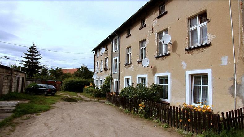 Budynek przy Dolne Młyny, w którym wraz z dwójką dzieci zamieszkała pani Anna