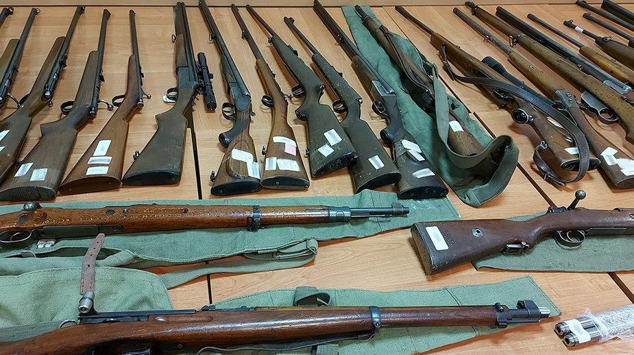 CBŚP rozbiło gang handlarzy nielegalną bronią. Akcja w ośmiu województwach