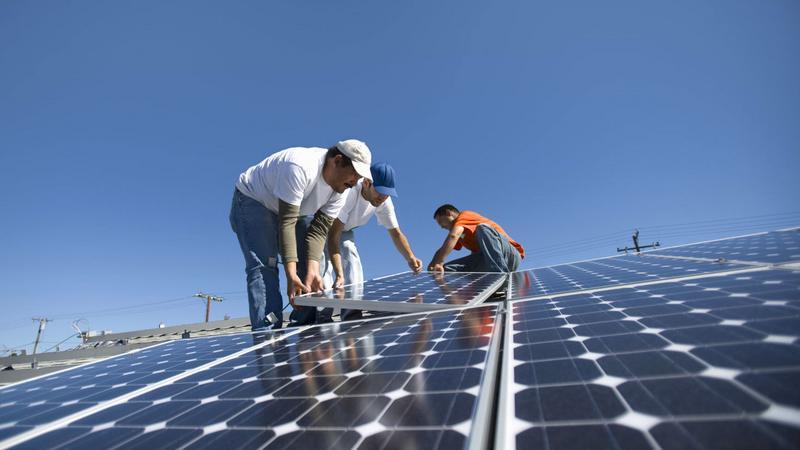 Amerykanie montują coraz więcej paneli słonecznych