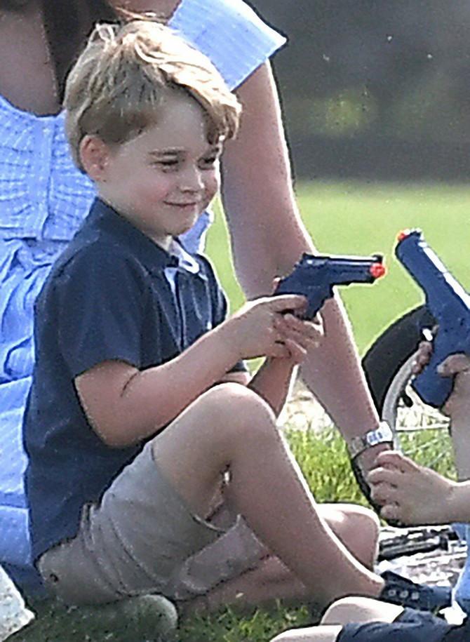 Izgleda da se Džordž više neće zabavljati sa ovom igračkom