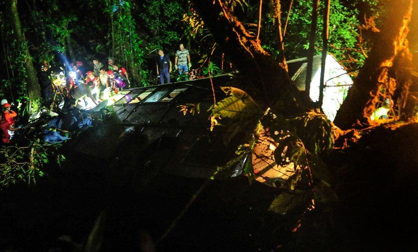 Autokar runął w przepaść. 51 osób nie żyje.