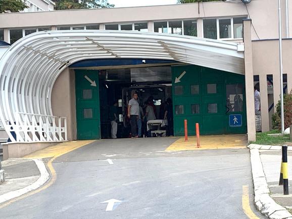 Kuzmića dovoze u Urgentni centar