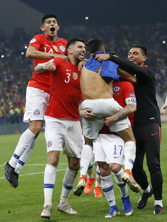 Fudbalska reprezentacija Čilea slavi prolazak u polufinale Kopa Amerika