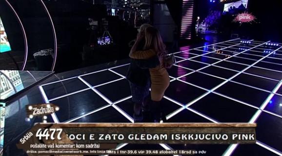 Milica Dugalić se grli sa ćerkom Mašom