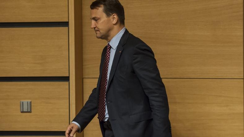 Sikorski w Luksemburgu: Grupa przestępcza zaatakowała rząd