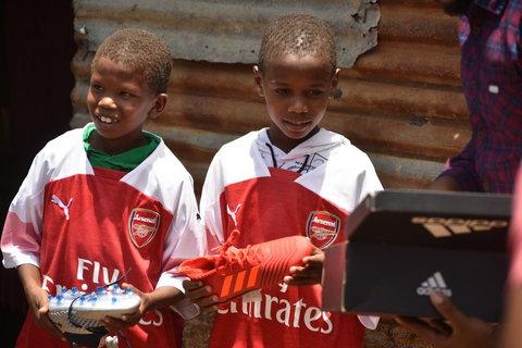 Kenyan herdboys recieved merchandise from Ozil[Twitter/Mesut Ozil]
