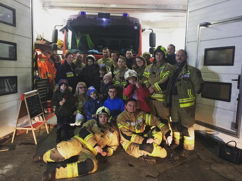 Chylińska i strażacy z OSP w Milanówku