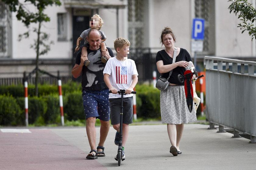 Daria Widawska z mężem i synami