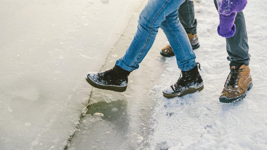 Wchodzenie na lód jest bardzo niebezpieczne
