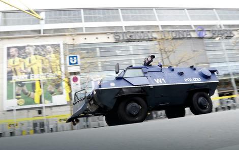 Oklopna vozila nemačke policije ispred stadiona Borusije
