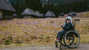 5-letni Arek na wózku inwalidzkim znów w Tatrach. Tym razem dotarł do Doliny Chochołowskiej