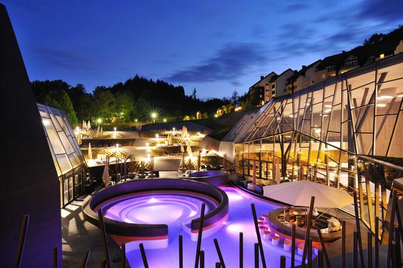 Luksuzni hoteli lepi i noću