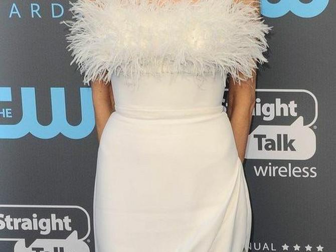 Anđelina u sjajnoj haljini: Ali su njena ramena i kolena SABLASNO MRŠAVA