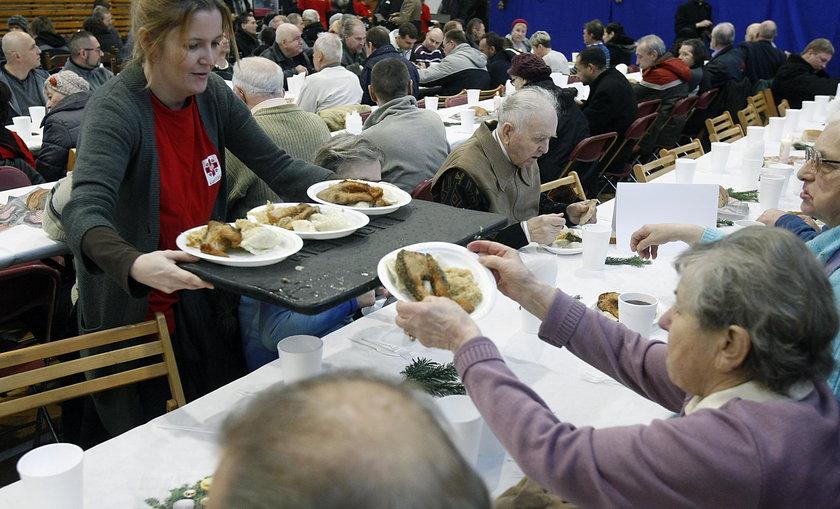 Wigilia w łódzkim Caritas. Około 500 osób zasiadło przy stole