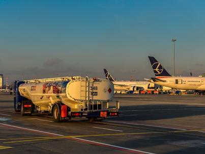 Orlen Aviation to podmiot istniejący od 1997 r., w którym PKN Orlen posiada 100 proc. udziałów, a do kwietnia tego roku działający pod nazwą Petrolot. Spółka posiada magazyny o łącznej pojemności 18 tys. metrów sześc.