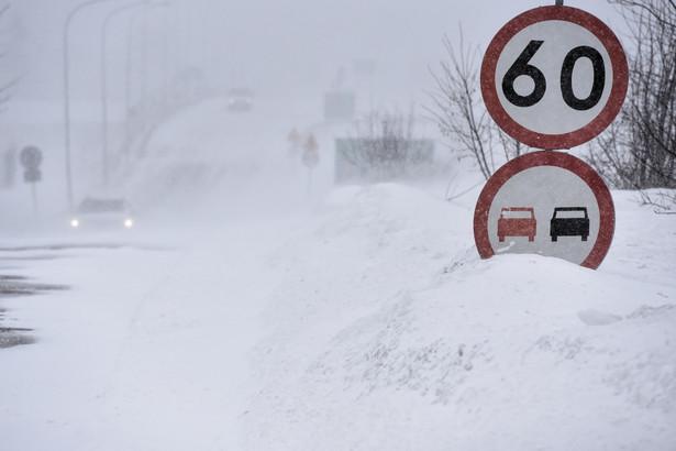Lublin, 08.02.2021. Atak zimy w Lublinie, 8 bm. Na drogach i chodnikach panują fatalne warunki. (aldg) PAP/Wojtek Jargiło