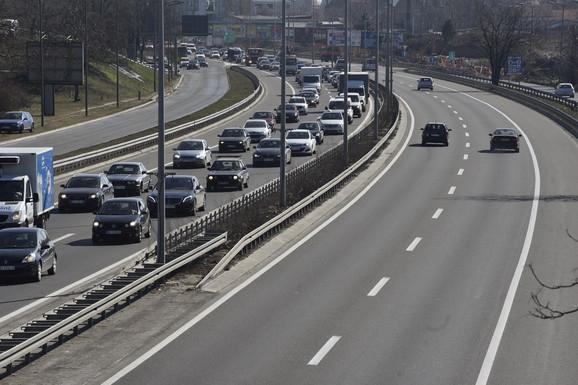 Kilometarske kolone ka Novom Beogradu